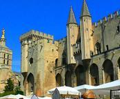 Vols pas chers La Rochelle - Avignon - Caumont, LRH - AVN