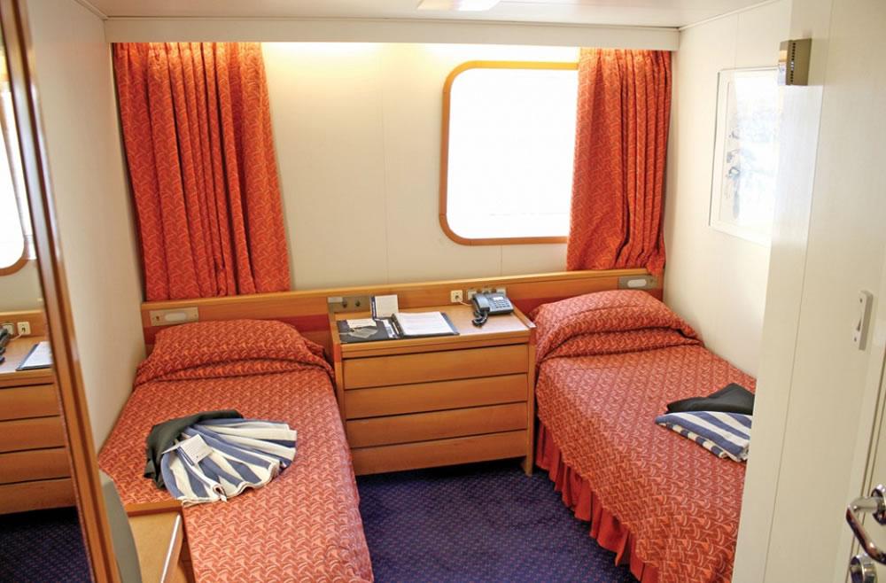 pont 10 columbus deck du bateau marco polo cruise and. Black Bedroom Furniture Sets. Home Design Ideas